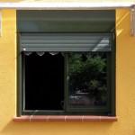 Fenêtre alu et pvc sur un vieux mas