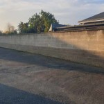 Mur de 45m de long en parpaings bruts  : Avant